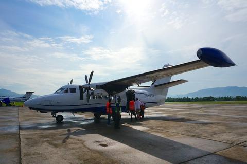 【ほぼリアルタイム紀行】15人乗りのプロペラ機に乗ってバンダネイラ/Banda Neiraへ