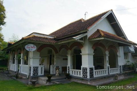 【バリ島】古いコロニアル建築を利用したステキレストラン「デポット・サリ・ミナ/Depot Sari Mina」