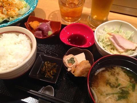 <日本一時帰国その2>大阪・北新地の居酒屋「上月」でうまうまランチを食べてきた!