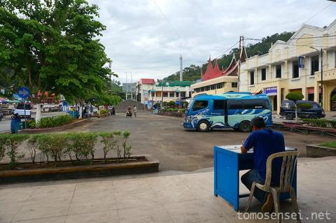 【インドネシア】格安ローカルバスに揺られてサワルントからパダンへ
