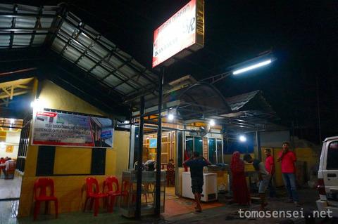 【インドネシア】29_アンボンで人気のシーフードBBQ屋さん「Rumah Makan Sari Rasa」