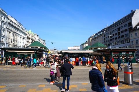 <中欧3カ国周遊その24>食料品市場ナッシュマルクトと蚤の市を散策