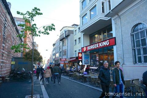 【トルコ旅行 Day8-5】イスタンブールの下町食堂で魚フライと焼き魚「Gedikpasa Balikcisi」