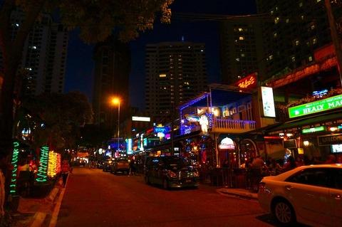 <タイ・マレーシア旅行その20>アロー通りそばの「Why Not Kitchen + Bar」で二次会!
