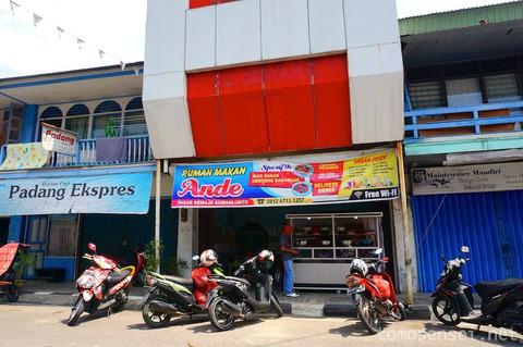 【インドネシア】サワルントで西スマトラ州名物のパダン料理をいただきます「Rumah Makan Ande」