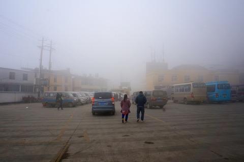 <中国・雲南省旅行その15>新街鎮バスターミナルとバス時刻表