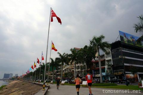 【カンボジア】03_マリハナおじさんのトゥクトゥクに乗って様子のおかしいプノンペン市内観光をしたよ