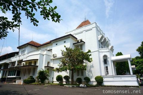 【ジャワ島】16_スマラン市の文化財に指定されているコロニアルホテル「Hotel Candi Baru」
