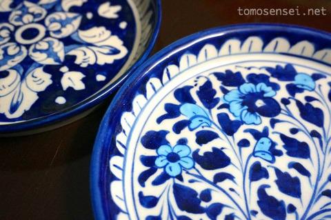 【パキスタン】23_素朴で温かみのあるムルタン焼きのお皿は自分用のお土産に
