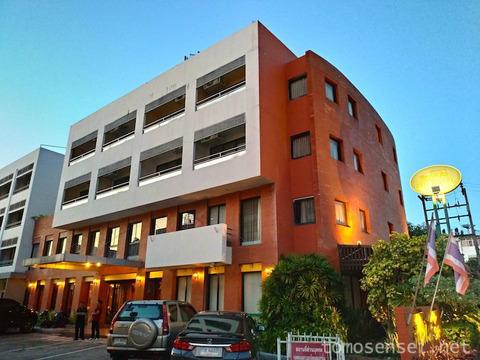 【ランパーン】観光エリアにあるお手頃ホテル「ピン・ホテル/Pin Hotel」