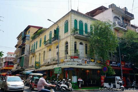 【カンボジア】04_ちょっと意外なコロニアル建築の麺食堂「ヌードル・ハウス/Noodle House」