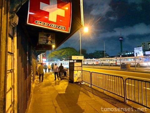 【スリランカ】22_コロンボ・フォート駅前の男だらけのメンズ居酒屋「Royal Restaurant & Bar」