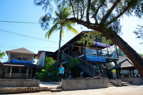 【バリ島&ギリ島】06_ダイブショップ経営の「Trawangan Dive Restaurant」でビーチランチ☆