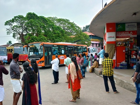 【南インド】快適なエアコンバスでアレッピーからコーチンへ移動します