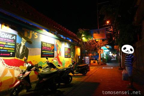 【バリ島】クタビーチ・ポピーズ通りの場末系レストラン&バー「Secret Garden」
