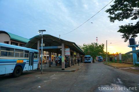 【スリランカ】20_バスと列車を乗り継いで港町トリンコマリーから大都会コロンボへ