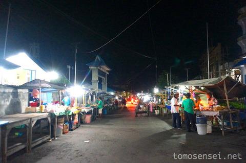 【インドネシア】19_バンダネイラのナイトマーケットとお土産探し