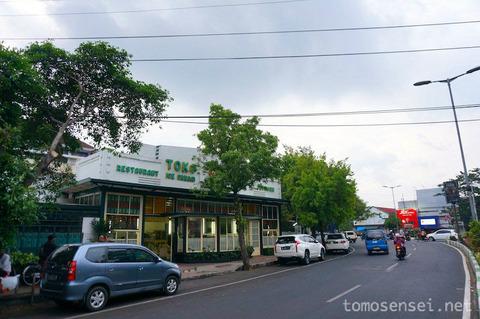 【ジャワ島】04_コロニアルな地元系カフェで手作りアイスをいただく「Toko Oen Malang」